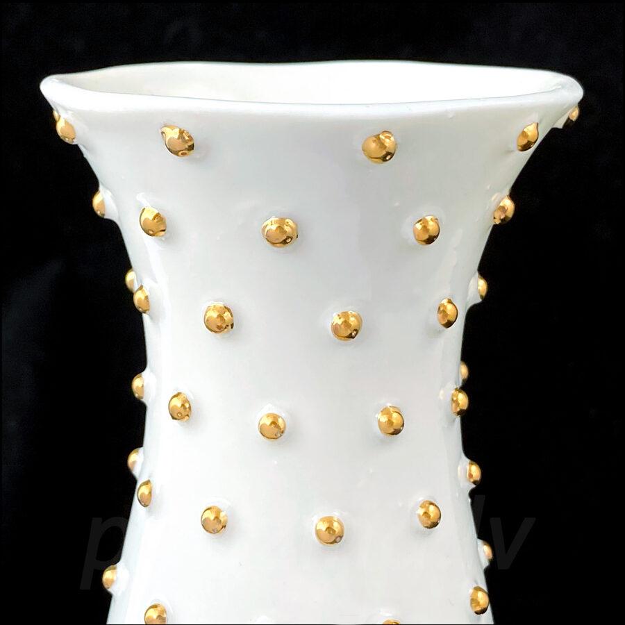 Balta vāze 19.5cm ar zelta pumpiņām