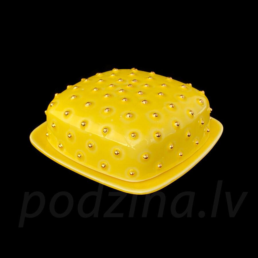 Dzeltens sviesta trauks ar zelta pumpiņām